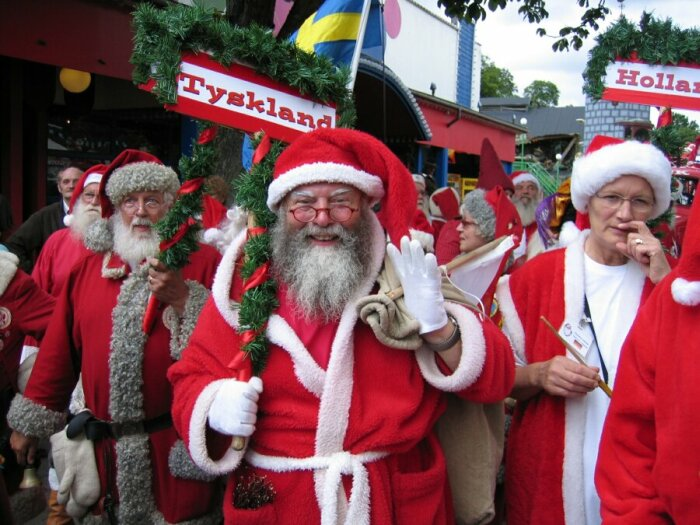 [Image: santa-claus-parade1.jpg]