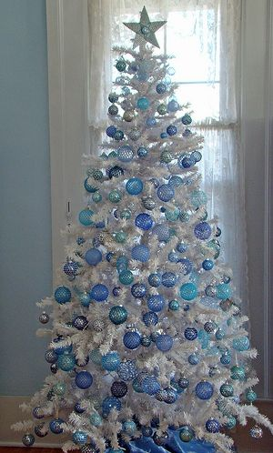 christmas tree decoration ideas snow 3 - Blue Christmas Tree Decoration Ideas