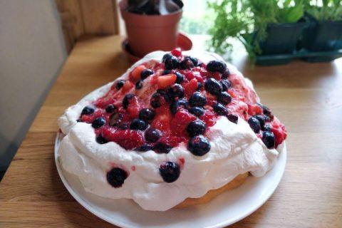 Berry Pavlova: Australian Summer Christmas Dessert